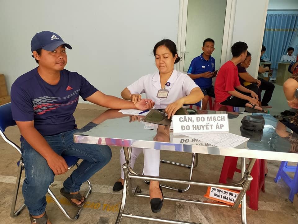 Nam giới cũng tham gia hiến máu cùng với Hội