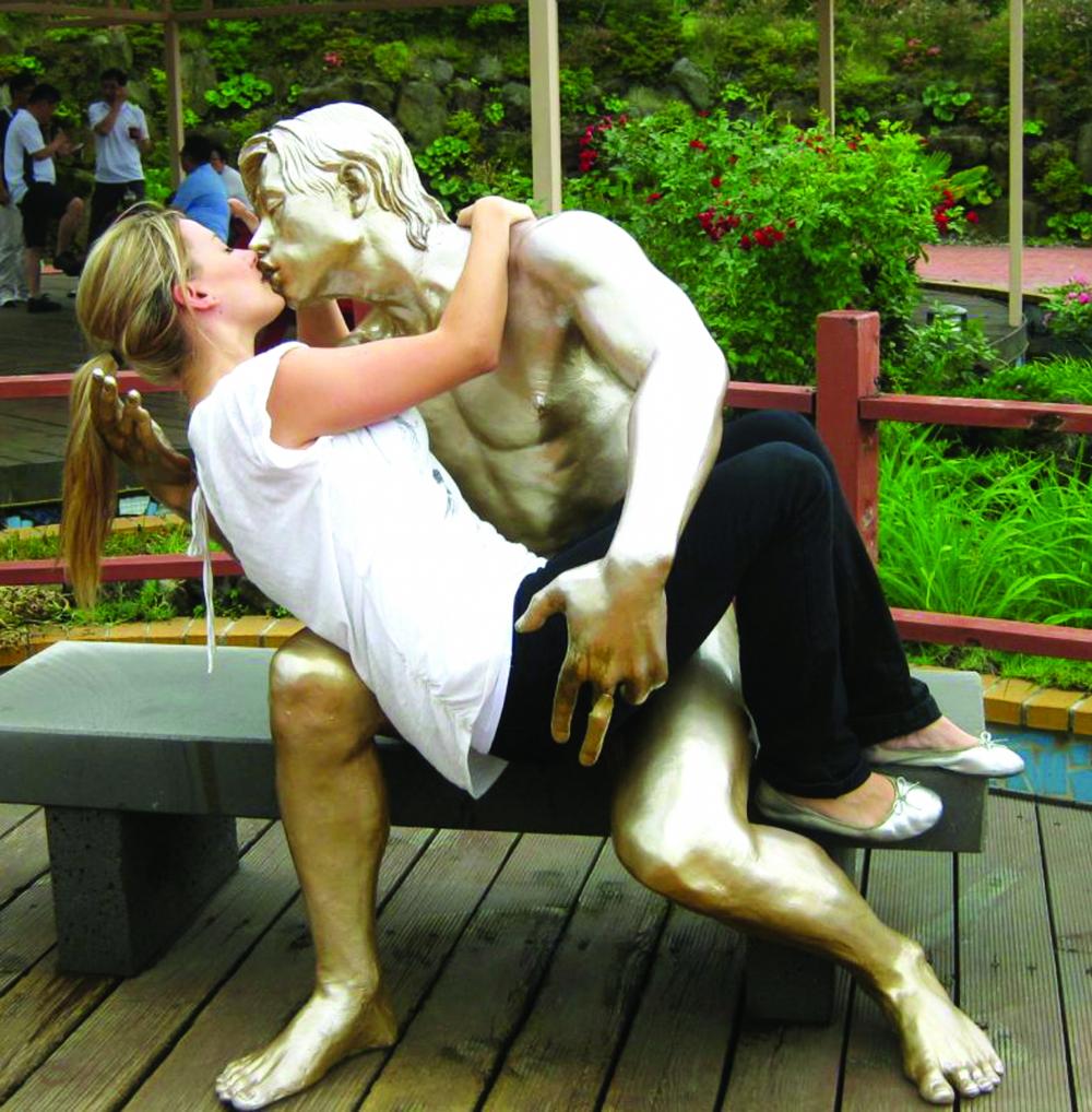 Loveland Park - tượng tương tác  với công chúng thưởng ngoạn