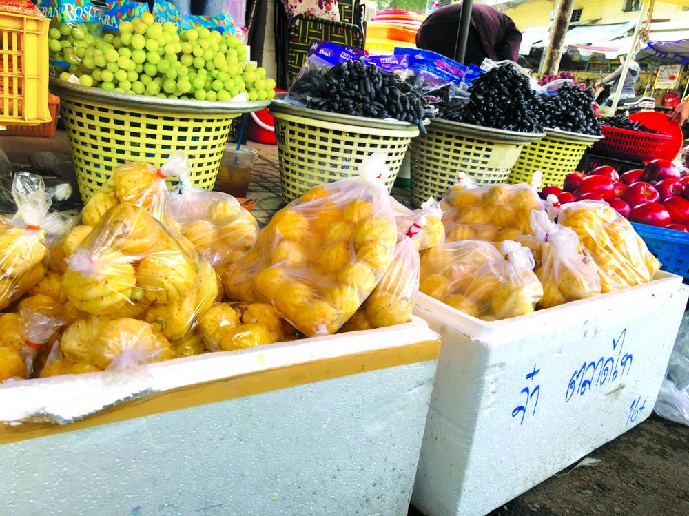 Thơm mini Thái Lan bán ở nhiều chợ lẻ Sài Gòn