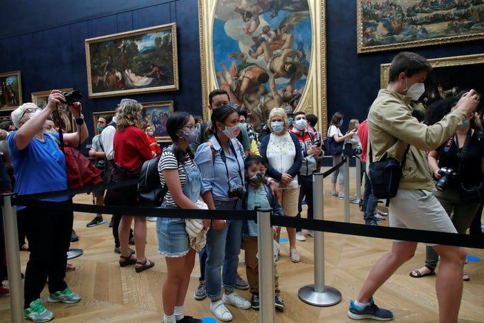 Mùa hè 2019, 9,6 triệu người đã ghé thăm bảo tàng Louvre, năm nay con số sẽ giảm đi đáng kể. Không cso quá nhiều khách tham quan xếp hàng để ngắm nàng Mona Lisa.