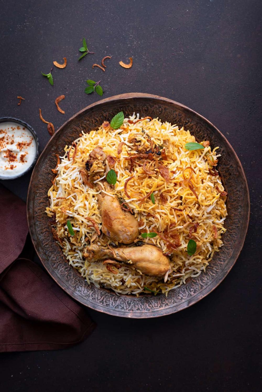 Biryanil là món cơm trộn có nguồn gốc từ tiểu lục địa Ấn Độ và rất phổ biến ở thành phố Dương Châu thuộc tỉnh Giang Tô - Trung Quốc. Nó được nấu từ các loại gia vị, loại gạo dài, thịt gà/heo nướng, hành lá, trứng và rau