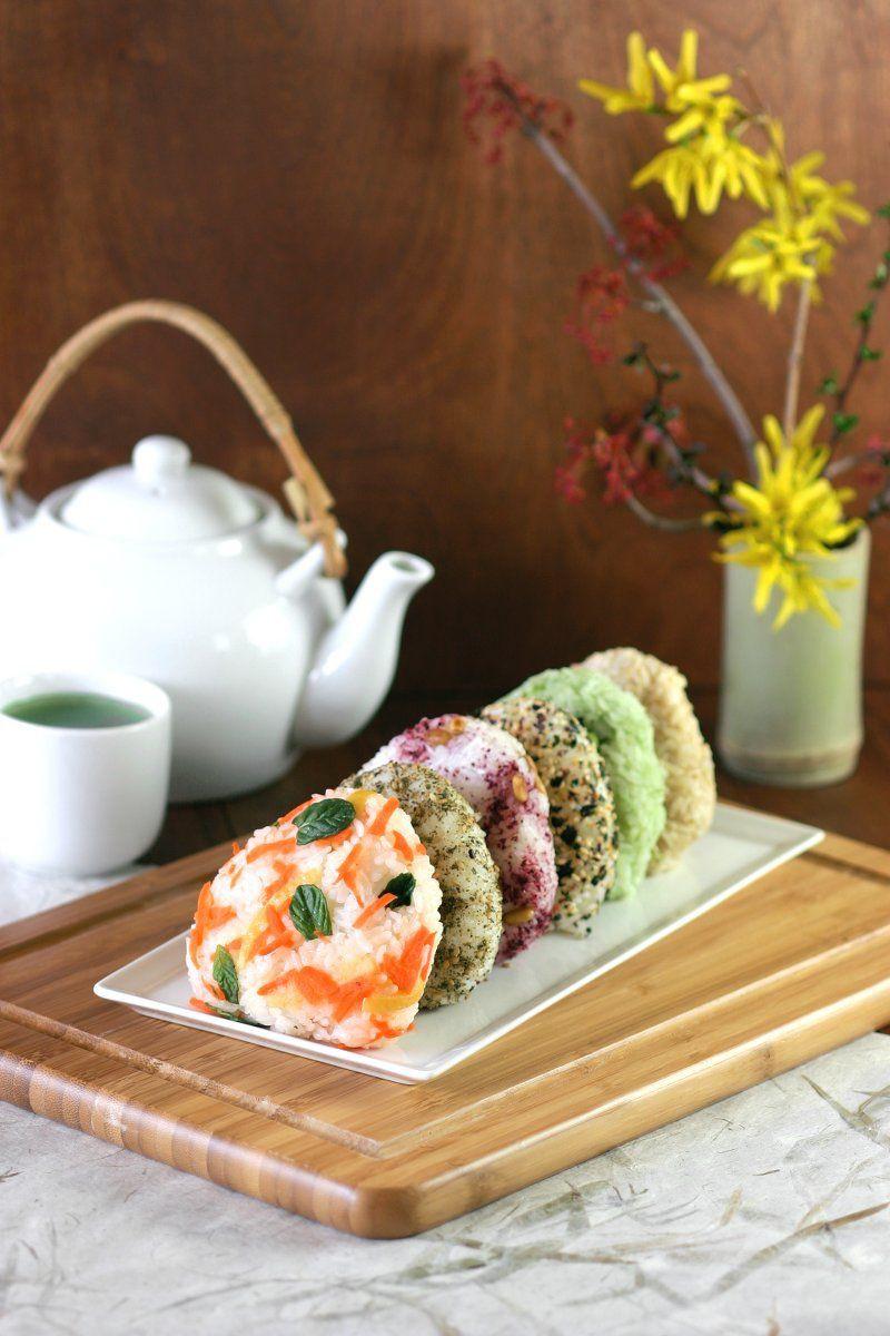 Onigiri còn được gọi là nigirimeshi hay cơm viên, một món ăn của Nhật Bản làm từ cơm trắng rồi nặn thành hình tam giác hoặc hình trụ, thường được bọc trong nori. Onigiri của người Nhật có thể được pha trộn thêm nhiều nguyên liệu khác và được xem là một món ăn vặt tuyệt vời.