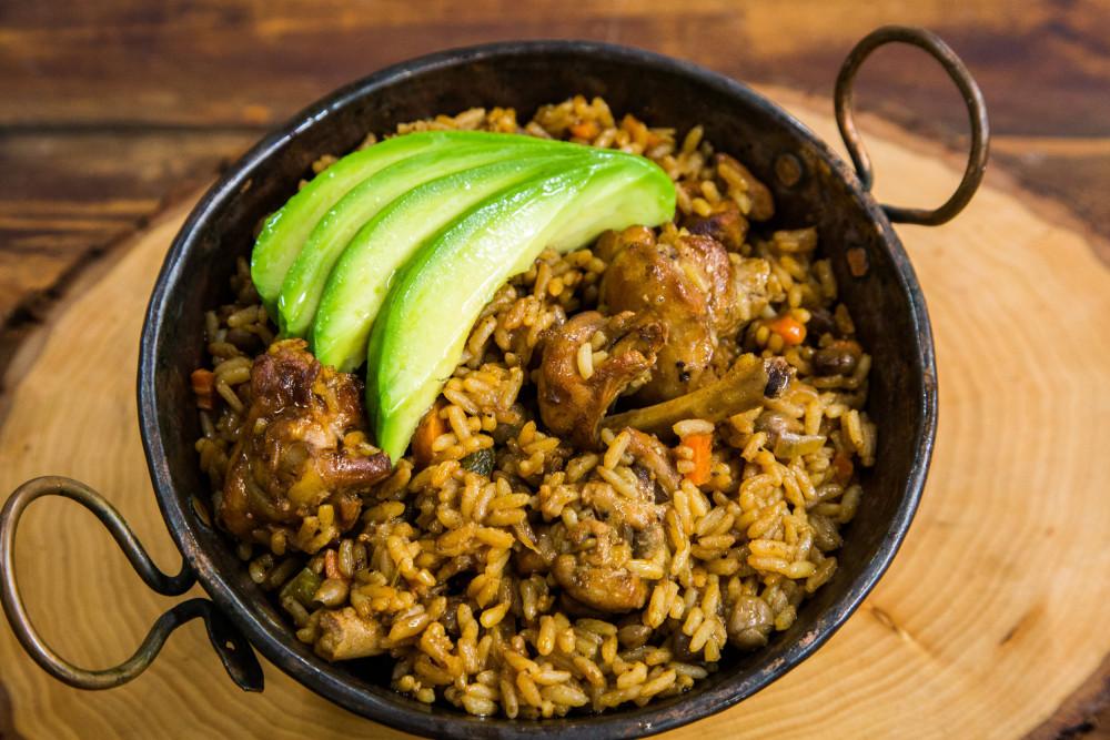 Sử dụng các thành phần gồm đậu bồ câu và nước cốt dừa, món cơm của người Trinidad và Tobago được gọi là pelau. Người Trinidad dùng một kỹ thuật gọi là làm nâu thịt bằng cách thêm đường đốt vào nồi cùng với hành và tỏi trước khi nấu cùng gạo và các thành phần khác. Để tăng thêm hương vị, một thành phần quan trọng cần thêm vào là bơ mặn Golden Ray.