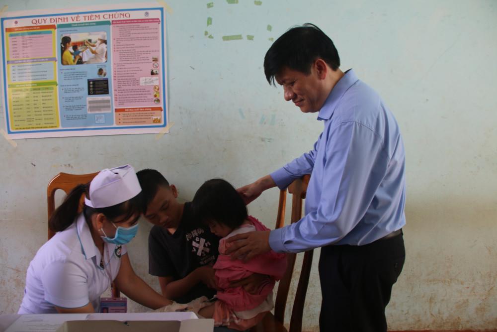 Ngành Y tế tỉnh Gia Lai tổ chức tiêm chủng phòng bệnh bạch hầu cho người dân