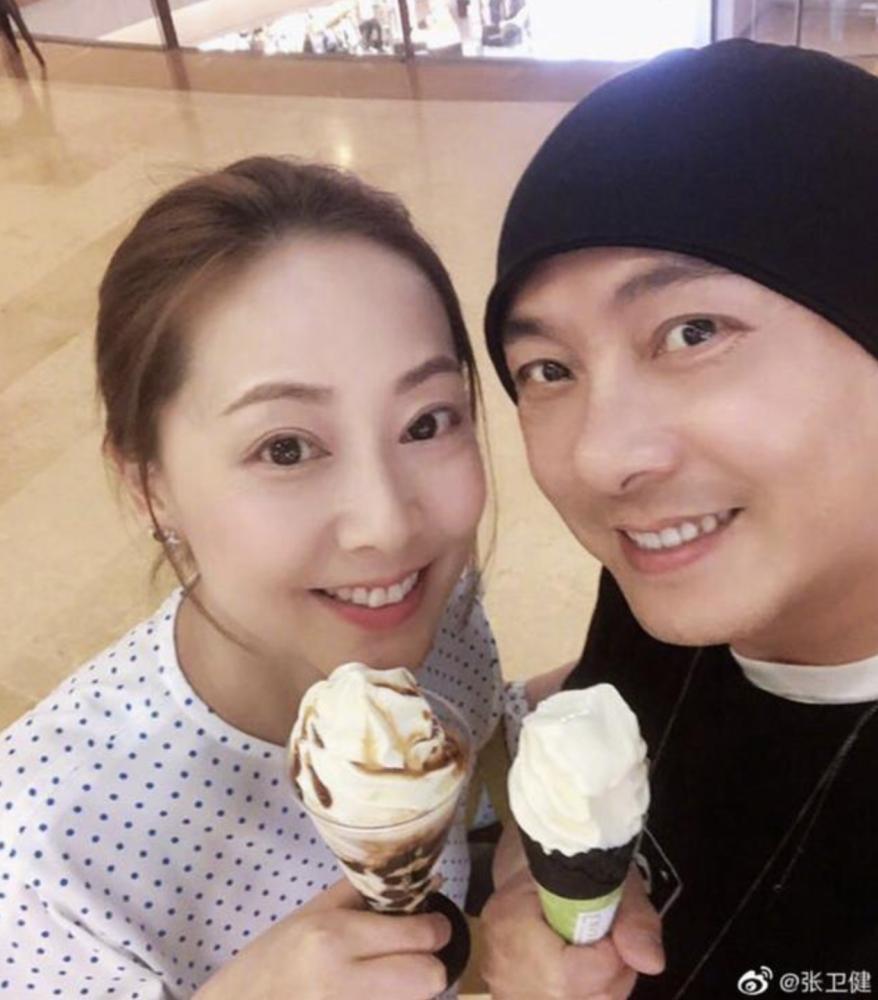 Trương Vệ Kiện và vợ