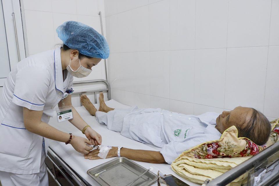 Ông Đức là bệnh nhân đầu tiên của viện tim mạch quốc gia áp dụng phương pháp thay van động mạch chủ ở tim bằng gây tê tại chỗ.