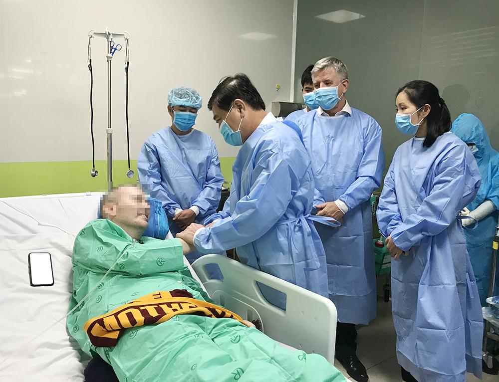 Sau hơn 100 ngày điều trị tưởng chừng có lúc bệnh nhân 91 đã bỏ cuộc giữa chừng, nhưng nhờ sự tận tâm cứu chữa của các bác sĩ Bệnh viện Bệnh nhiệt đới và Bệnh viện Chợ Rẫy TPHCM. Từ liên tục phải thở máy, chạy ECMO hố trợ, bệnh nhân 91 đã khỏi bệnh đầy ngoạn mục, tự mình nói lên nguyện vọng được hồi hương.