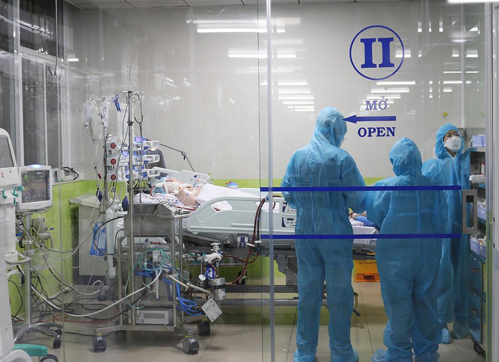 Bệnh nhân 91 được cách ly và điều trị tích cực tại khoa Hồi sức tích cực (ICU) ngay khi được chuyển đến Bệnh viện Chợ Rẫy TPHCM, các bác sĩ tại đây chia thành nhiều ê-kíp để theo dõi sát bệnh nhân nhằm có các phương pháp điều trị kịp thời