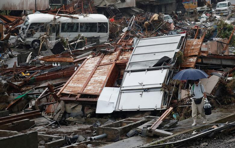 Cảnh hoang tàn, đổ nát của một ngôi làng ở Kumamura sau khi lũ, mưa giông quét qua.