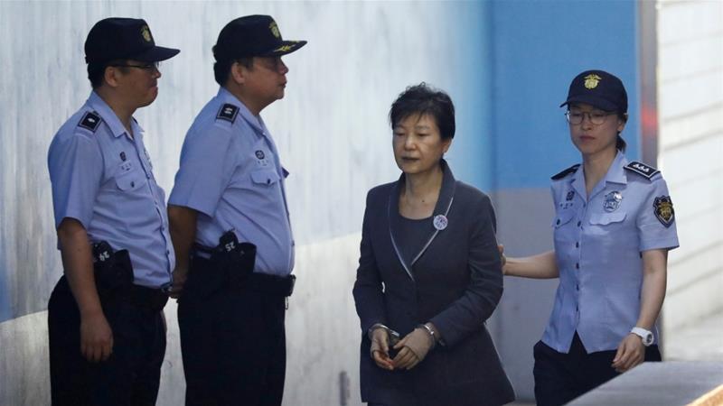 Bà Park được giảm án từ 30 nắm xuống 20 năm với các tội danh liên quan nhận hối lộ, tham nhũng.