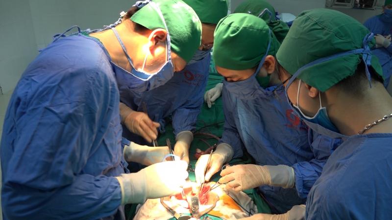 Một ca phẫu thuật ung thư đường tiêu hóa từng được thực hiện tại Bệnh viện Bãi Cháy