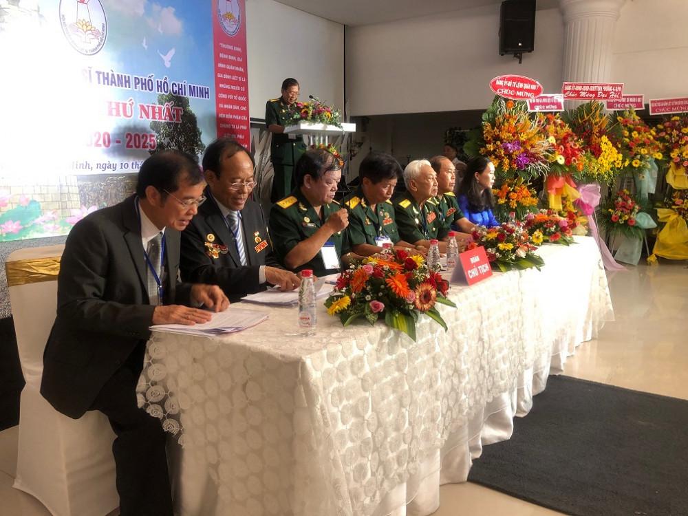 Đoàn chủ tịch Đại hội đại biểu Hội hỗ trợ gia đình liệt sĩ TPHCM nhiệm kỳ 2020-2025. Ảnh: Quốc Ngọc