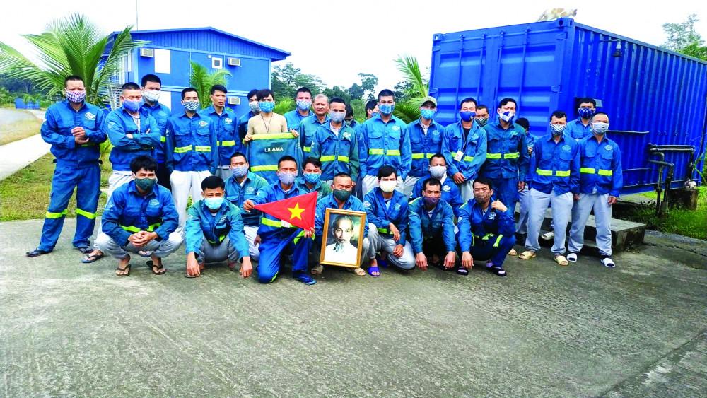Công nhân Việt Nam làm việc tại công trường thủy điện Sendje, tỉnh Litorial, Cộng hòa Guinea Xích đạo