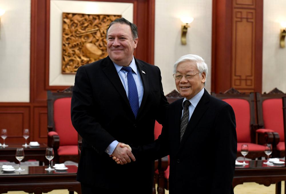 Tổng Bí thư Nguyễn Phú Trọng (phải) đón tiếp Ngoại trưởng Mỹ Mike Pompeo tại Hà Nội vào ngày 8/7/2018.