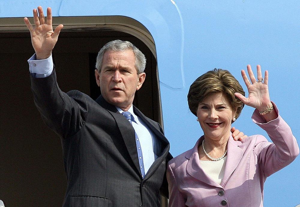 Từ ngày 17-20/11/2006, Tổng thống George W. Bush và Đệ nhất phu nhân Laura Bush đến thăm chính thức Việt Nam.