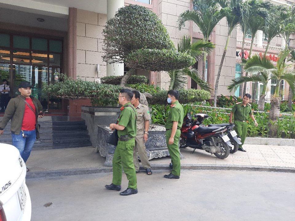 Lực lượng Cơ quan Cảnh sát điều tra đang tiến hành khám xét nhà ông Trần Vĩnh Tuyến