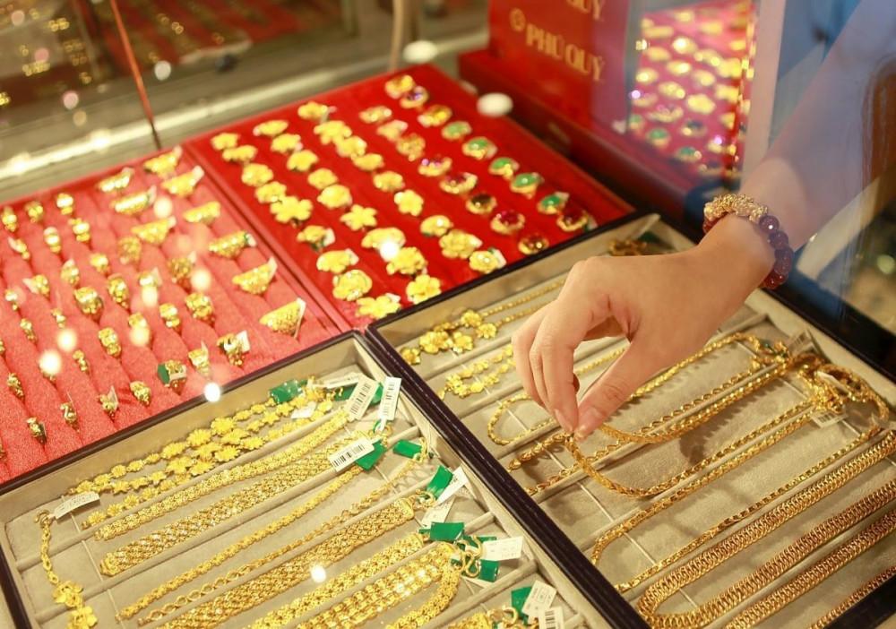nhà đầu tư vàng suốt tuần qua sẽ lỗ khoảng 650.000 đồng/lượng