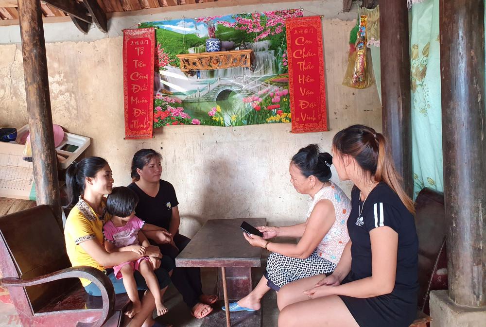 Nhiều người thân ở làng quê xã Lăng Thành