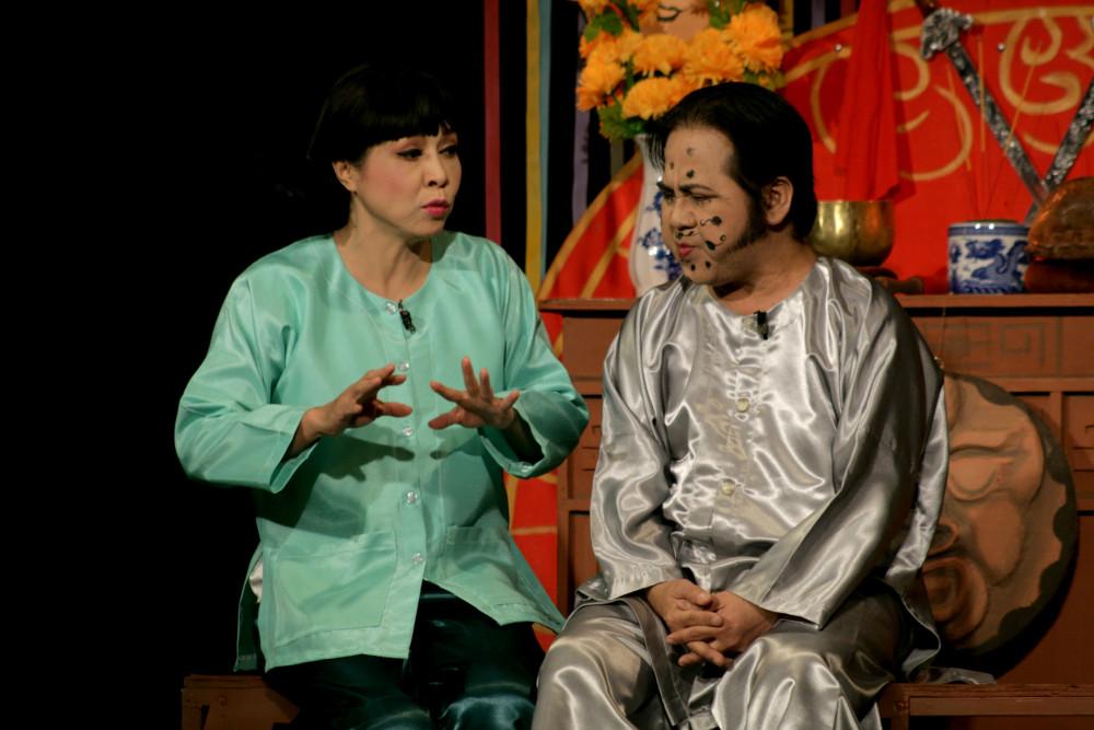 Diễn viên Hương Giang (vai Sen) và Bạch Long (Ba Hoành) ở bản dựng mới