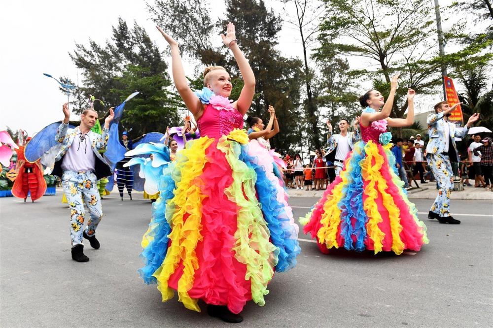 Carnival đường phố mở màn Lễ hội Du lịch biển Sầm Sơn 2020