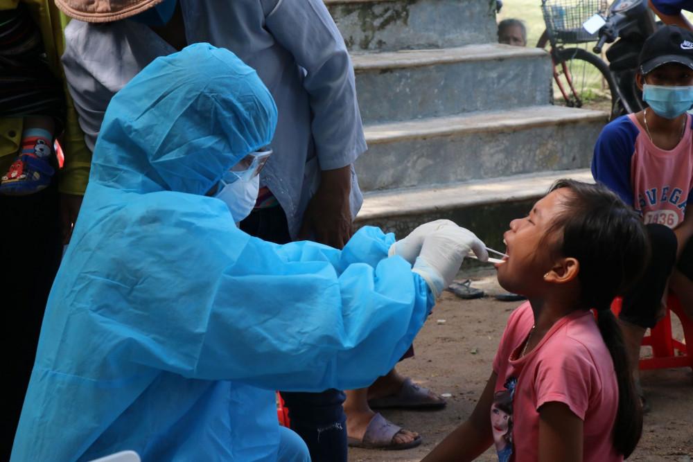 Ngành Y tế tỉnh Đắk Lắk tổ chức khám sàng lọc cho người dân tại nơi phát hiện bệnh bạch hầu