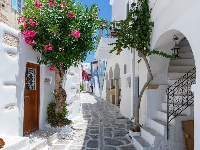 Những ngôi nhà màu trắng, màu sắc tiêu biểu trong kiến trúc của Hy Lạp
