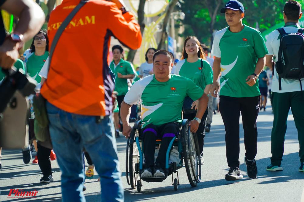 Người khuyết tật cũng hăng hái tham gia ngày chạy