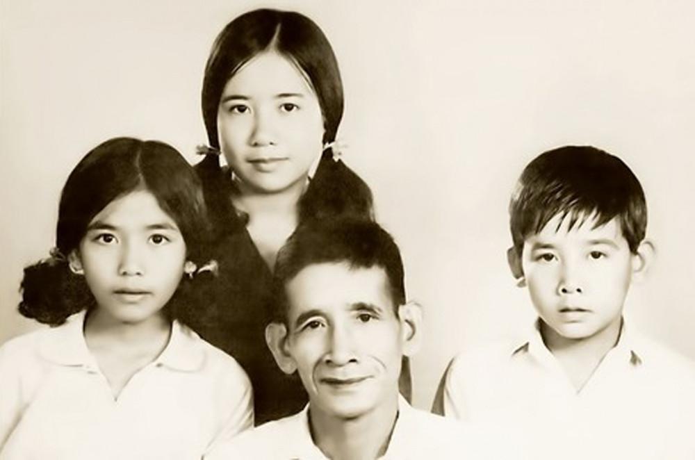 Ông Phan Kiệm cùng gia đình - Ảnh: gia đình cung cấp