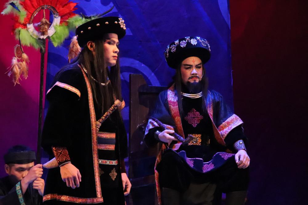 Cố Sầu (Minh Hải) và Trưởng tộc (NSƯT Lê Tứ)
