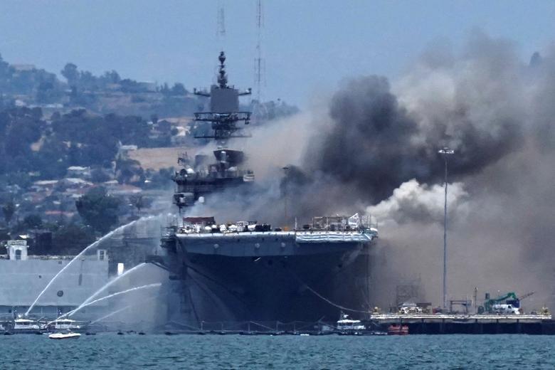 Sáng 12/7 (theo giờ địa phương), một vụ nổ xảy ra trên tàu khi tàu tấn công đổ bộ USS Bonhomme Richard đang neo đậu tại cảng ở San Diego, bang California