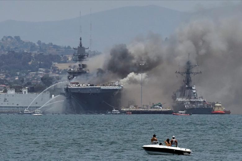 Chuẩn đô đốc Charles Brown, phát ngôn viên của Hải quân Hoa Kỳ, cho biết các thủy thủ bị thương chủ yếu hít phải khói và bị bỏng nhẹ
