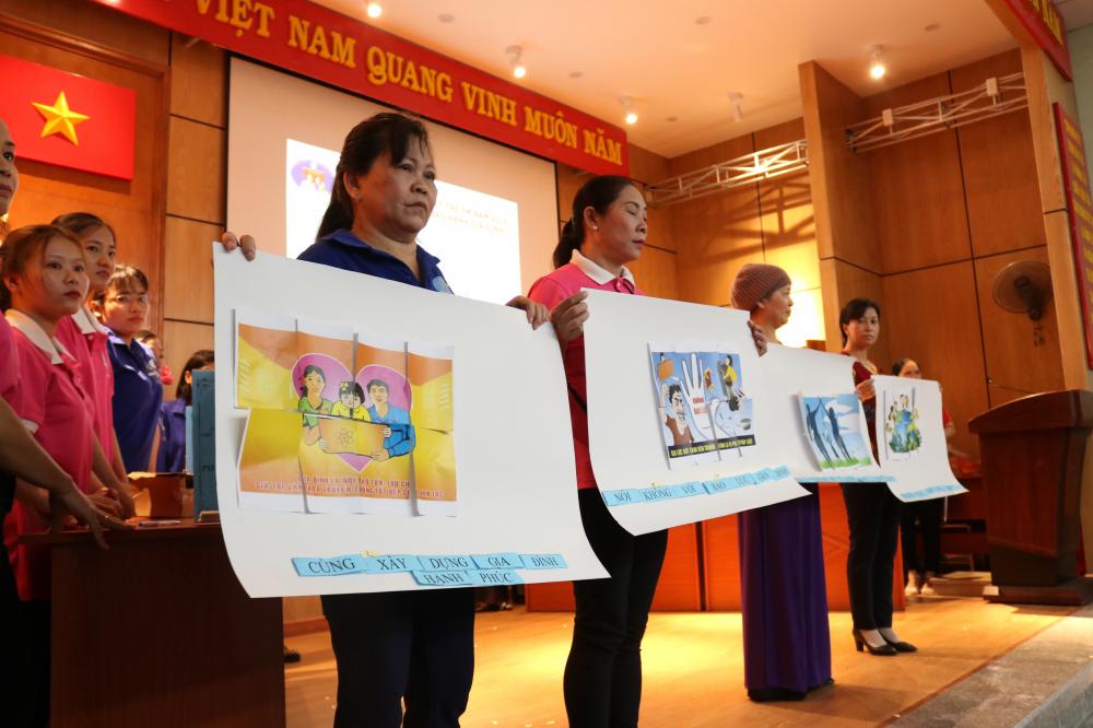Từ những phần rời rạc, các đội ghép thành bức tranh hoàn chỉnh thể hiện thông điệp hãy cùng vun vén hạnh phúc gia đình, chung tay bảo vệ trẻ em và nói không với bạo lực gia đình.