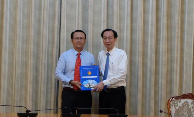 Ông Nguyễn Thanh Nhựt (bìa trái) nhận nhiệm vụ mới tại Thảo Cầm Viên Sài Gòn
