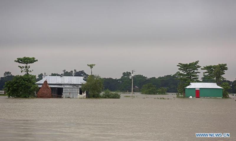 Mưa lớn gây ngập lụt tại nhiều khu vưc ở Bangladesh.