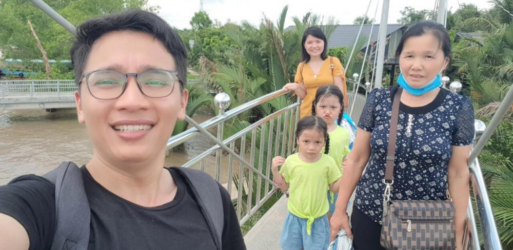 Gia đình anh Nam trong một chuyến dã ngoại. Ảnh nhân vật cung cấp.
