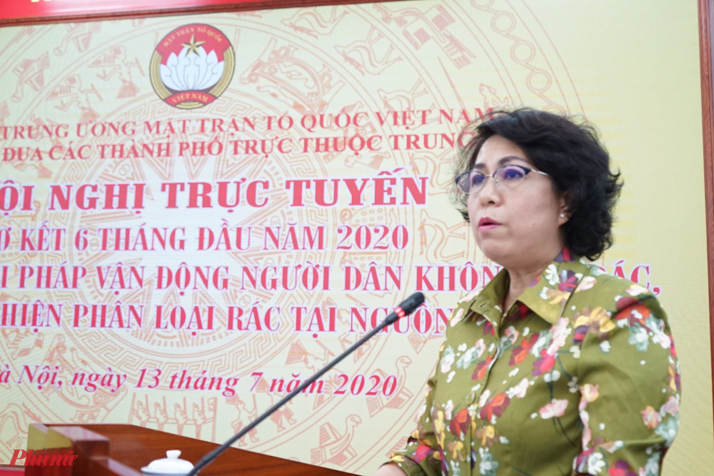 bà Tô Thị Bích Châu, Phó Chủ tịch Ủy ban Trung ương MTTQ Việt Nam, Chủ tịch Ủy ban MTTQ Việt Nam TPHCM phát biểu khai mạc hội nghị.