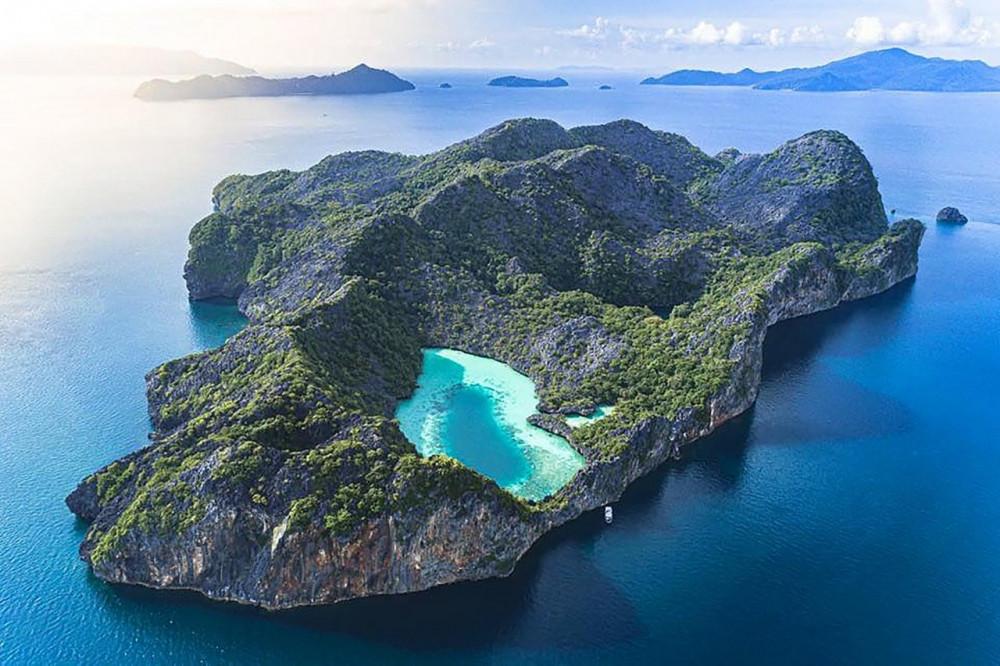 Vẻ đẹp 'thần tiên' của một hòn đảo thuộc quần đảo Mergui nhìn từ trên không.