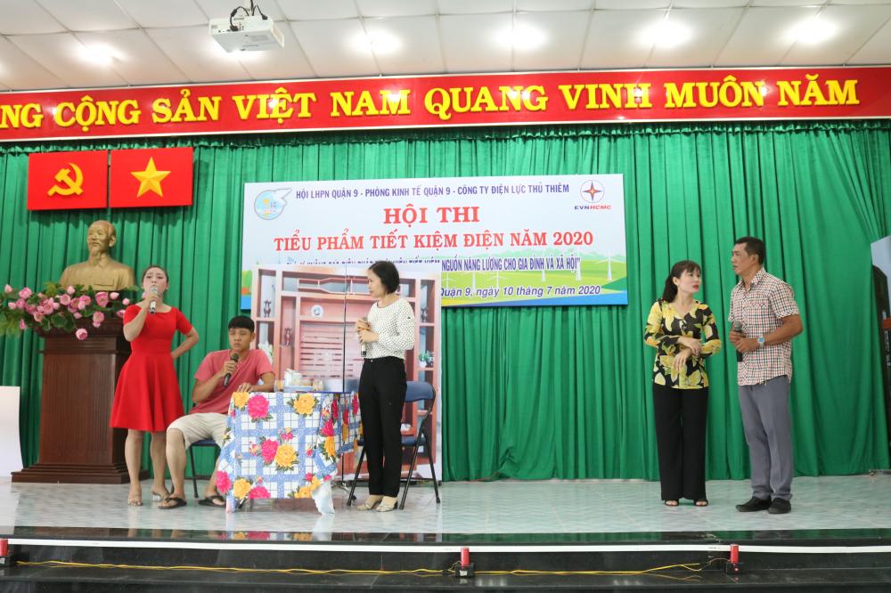 Tiểu phẩm Gia đìnhe tết kiệm điện của Hội LHPN phường Hiệp Phú.
