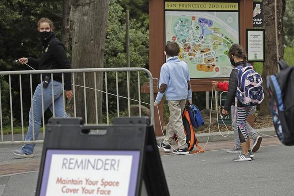 California đóng cửa doanh nghiệp và trường học.