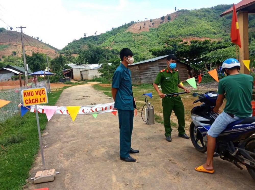 Lập chốt tại các khu vực cách ly bệnh bạch hầu ở Đắk Nông