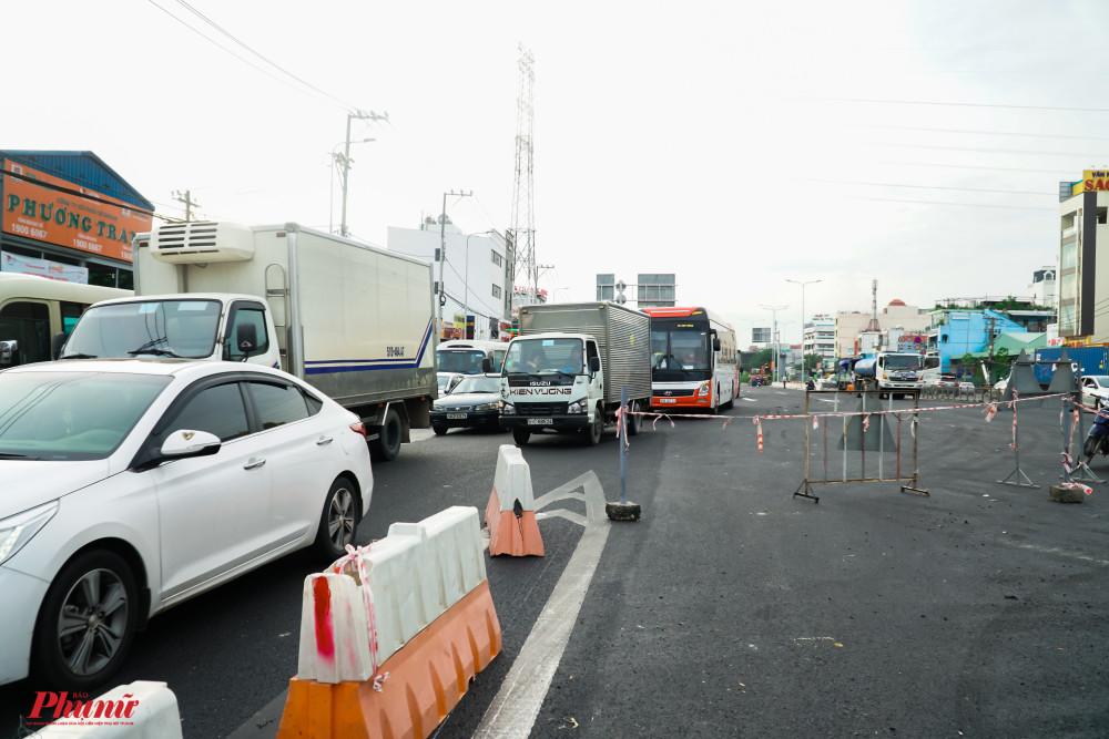 Công trình vẫn được rào chắn để công tác thi công được an toàn