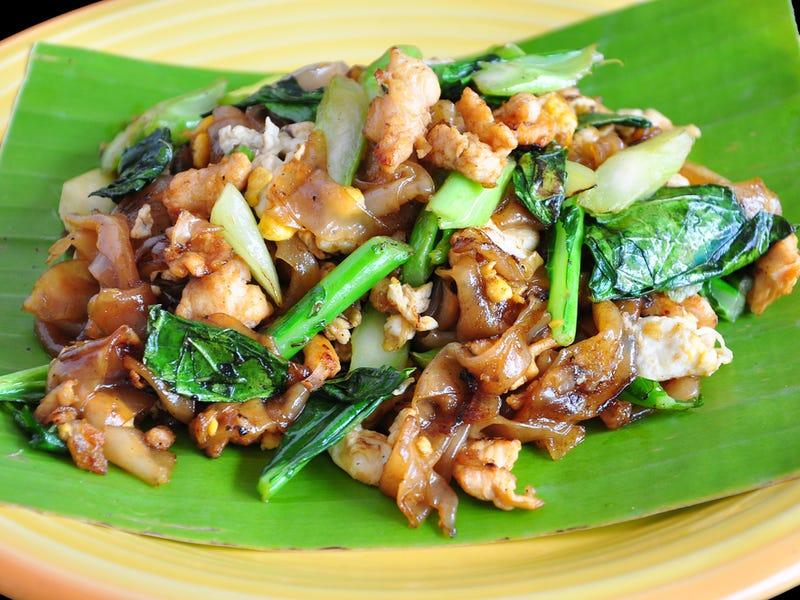 Mì xào Thái là một món mì gạo xào truyền thống và quen thuộc của Thái Lan. Thành phần của món ăn gồm có: mì gạo xào với trứng và đậu phụ, tẩm thêm một chút ớt đỏ, bột me, nước mắm và đường thốt nốt. Đĩa mì được trộn cùng lạc rang giã nhỏ, tôm tươi hoặc khô, tỏi hoặc hẹ tây.