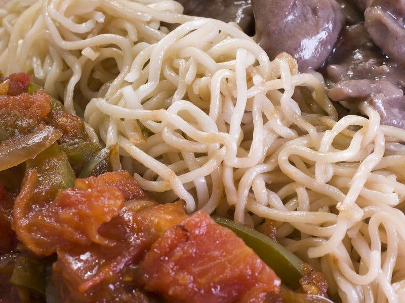 Chow mein là một món mì xào rất phổ biến trong ẩm thực Trung Quốc. Sợi mì  được làm từ bột mì, bột gạo hoặc tinh bột đậu xanh. Món ăn đa năng này có thể được chế biến với nhiều loại thịt và rau khác nhau hoặc ăn chay.
