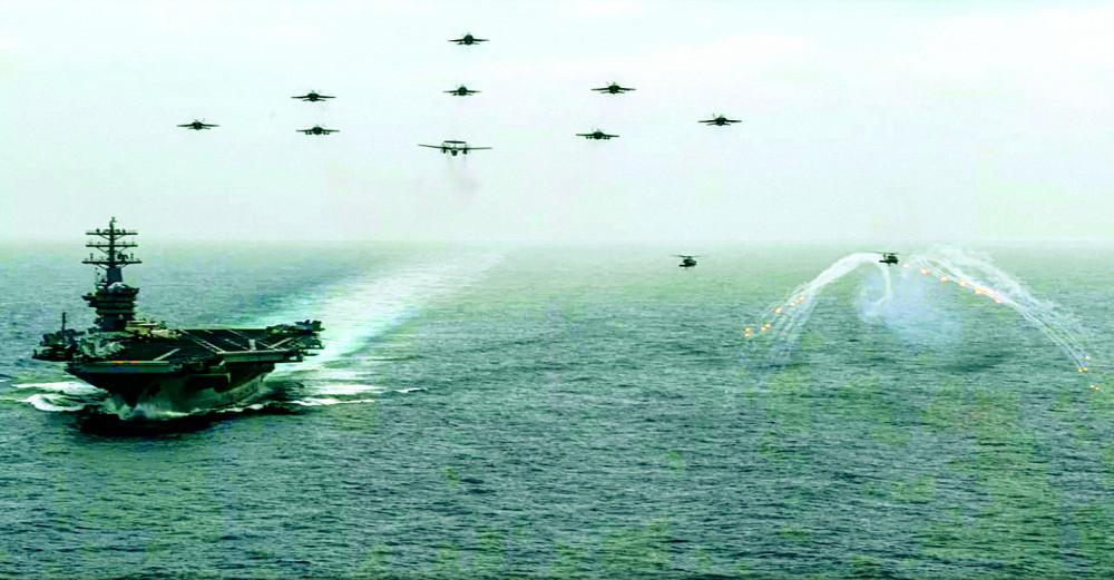 Tàu sân bay Mỹ USS Nimitz cùng phi đội trên tàu thao diễn ở Thái Bình Dương ngày 2/6/2020