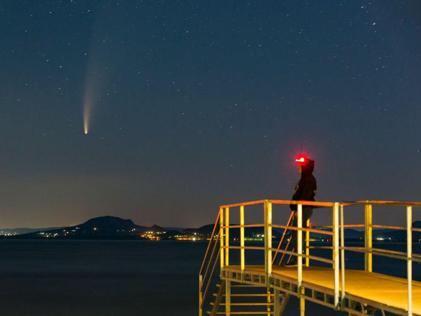 C/2020 được quan sát trên vùng trời đêm tuyệt đẹp của Hungary.