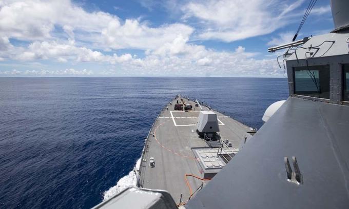 Tàu khu trục USS Ralph Johnson của Mỹ đang hoạt động gần quần đảo Trường Sa của Việt Nam - Ảnh: DVIDS