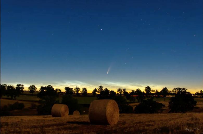 Sao chổi nghìn năm xuất hiện sớ trên bầu trời của Montlucon, Pháp hôm 8/7.