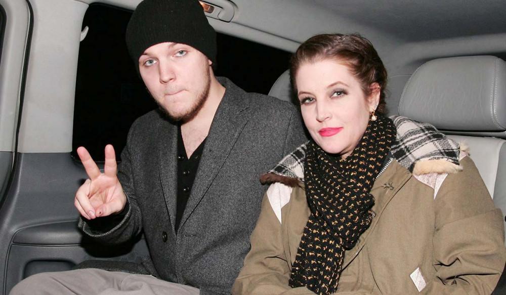 Benjamin Keough bên cạnh mẹ - ca sĩ