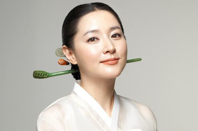 Lee Young Ae nổi tiếng trong các vài trò từ thiện.