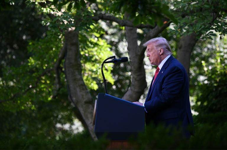 Tổng thống Mỹ bãi bỏ các ưu đãi thương mại của Hong Kong.